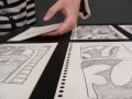2 sur 4, les dessins étaient fixés sur des cartonnettes, elles-même fixées sur le panneau en bois avec un adhésif double face.JPG